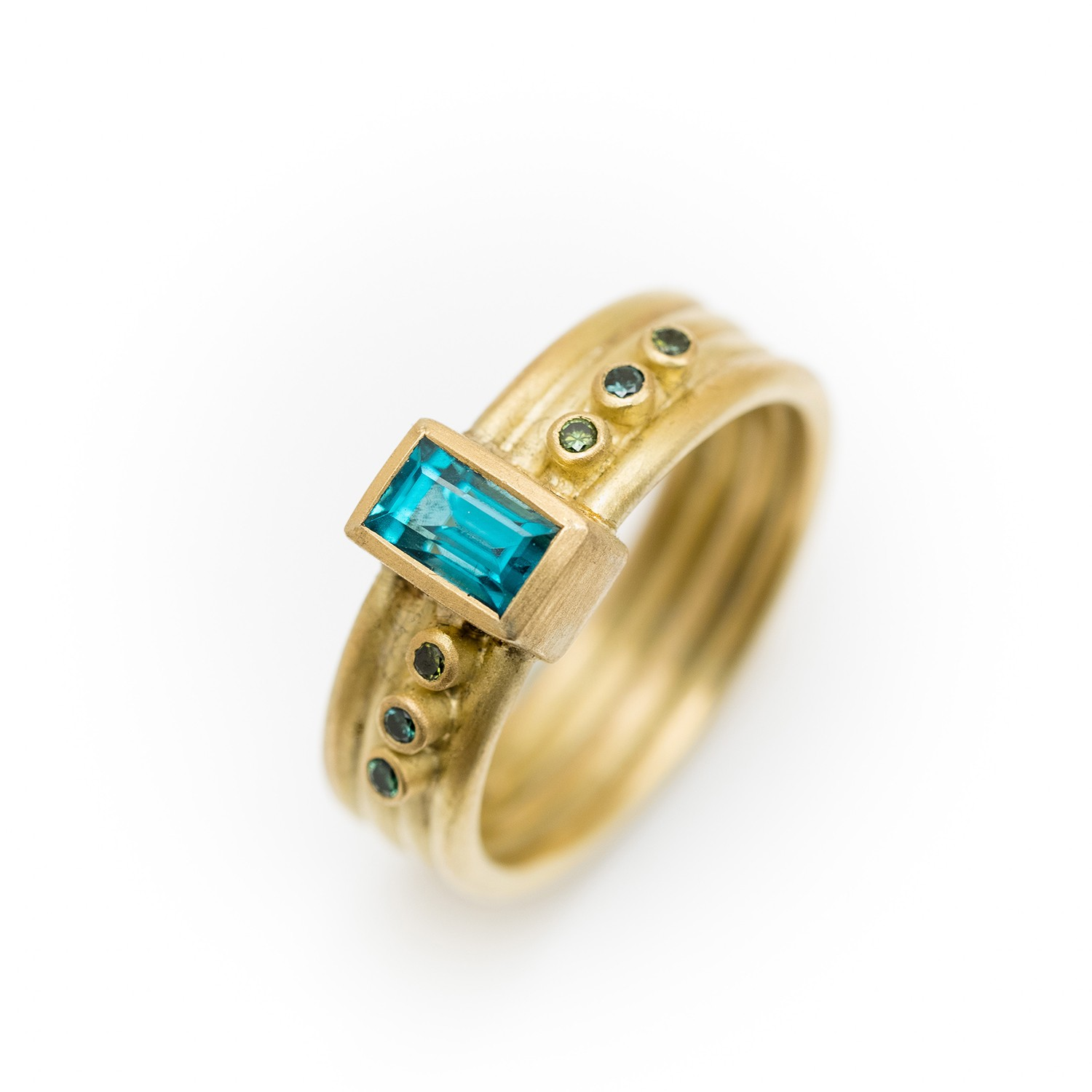 18ct Gold Ring With Zircon