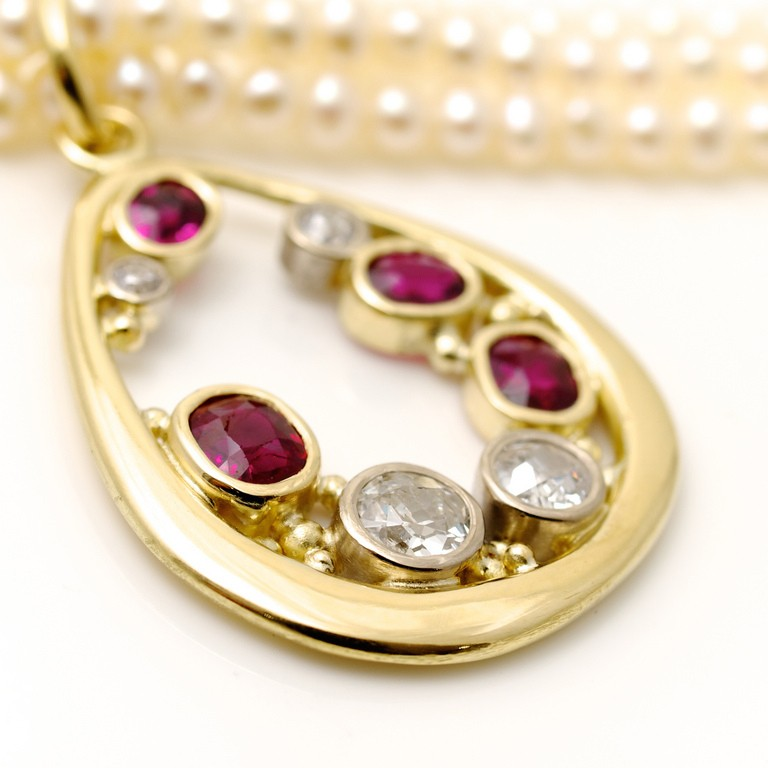 18ct yellow gold pendant with Diamonds and Rubies