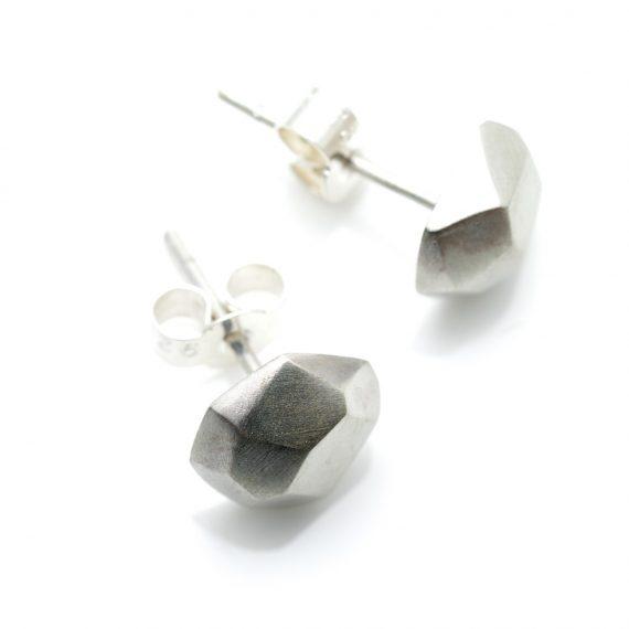 Silver flint geometric stud earring