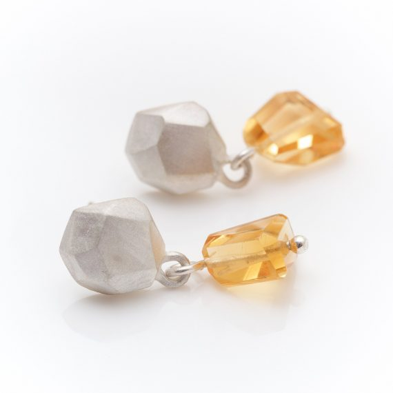 Geometric stud with citrine