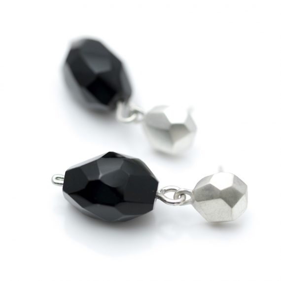 Silver flint earrings with Onyx drops
