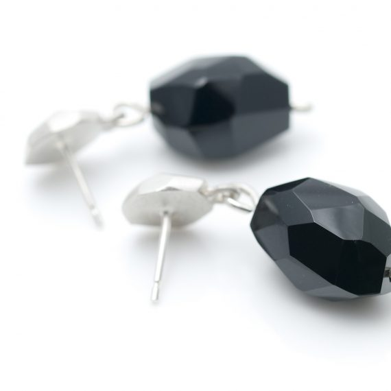 Silver flint earring stud with onyx
