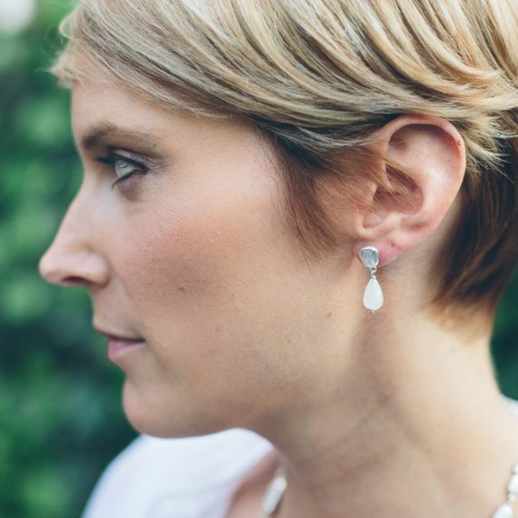 Silver pebble earring with pearl drops