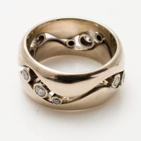 18ct white gold wide ring with 10 diamonds set in continuous wave