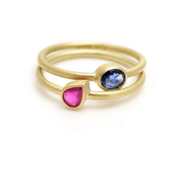 18ct gold tiny little finger rings with precious stones