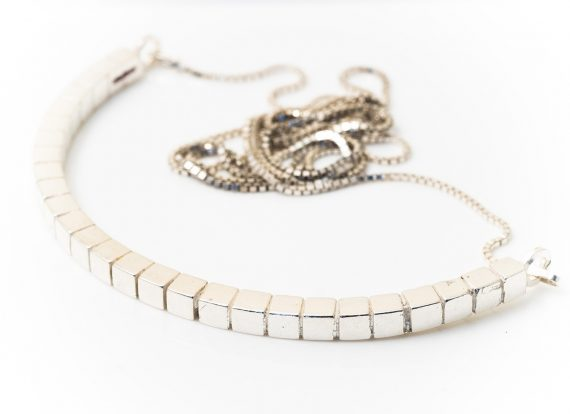 cube curved long necklace