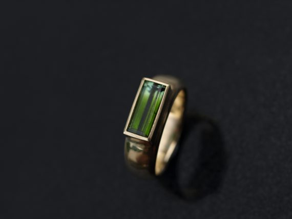 Chunky 9ct gold ring with bicolour tourmaline