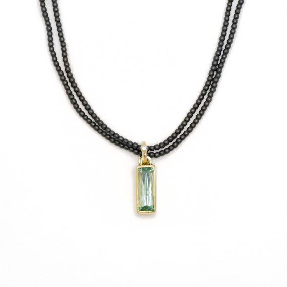 18ct gold pendant with rectangular beryl