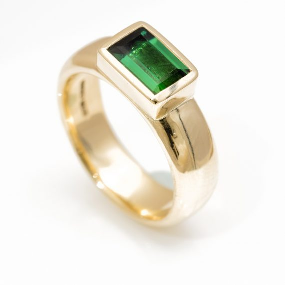 9ct gold chunky ring with green tourmaline