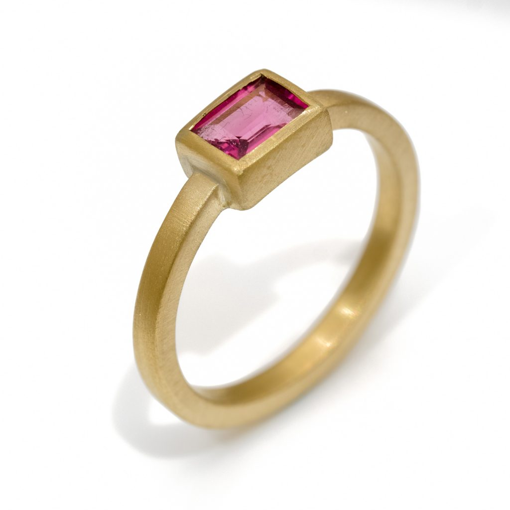 18ct gold ring with pink tourmaline