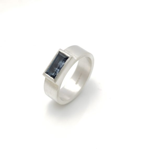 flat wide ring with rectangular Topaz