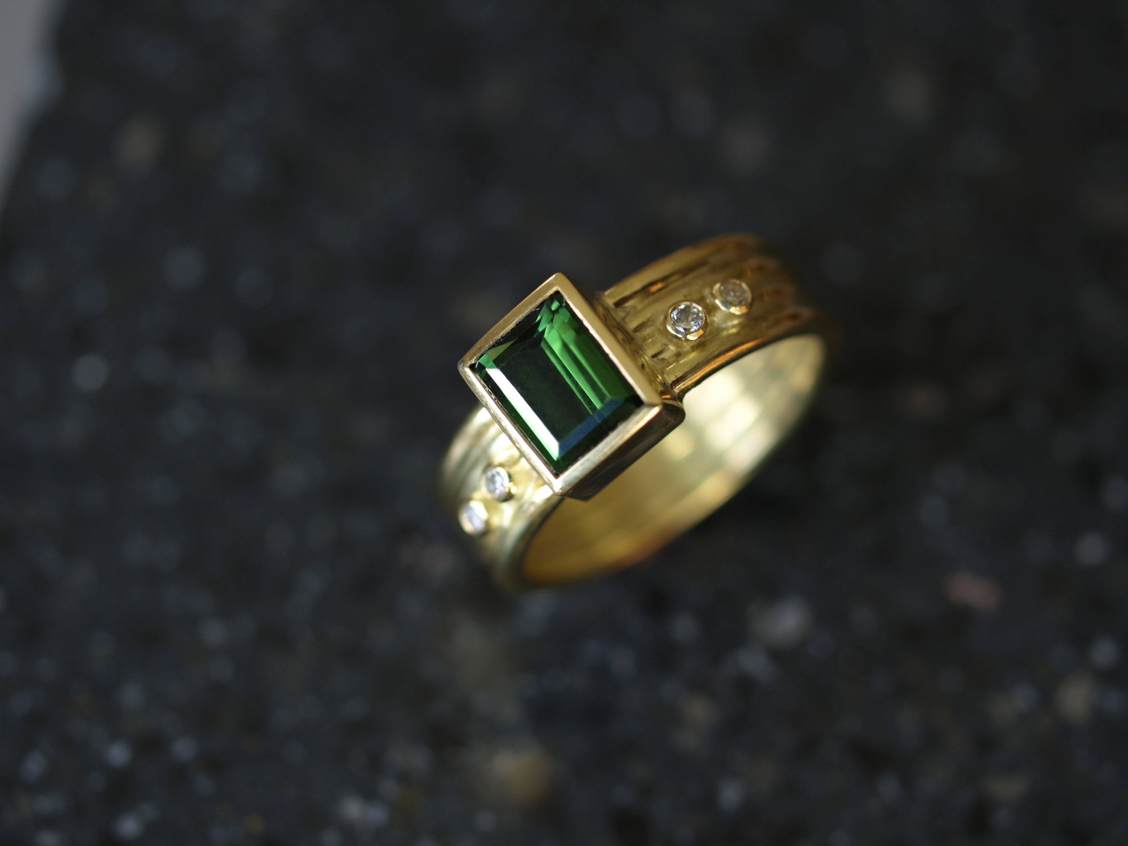 18ct gold and tourmaline ring