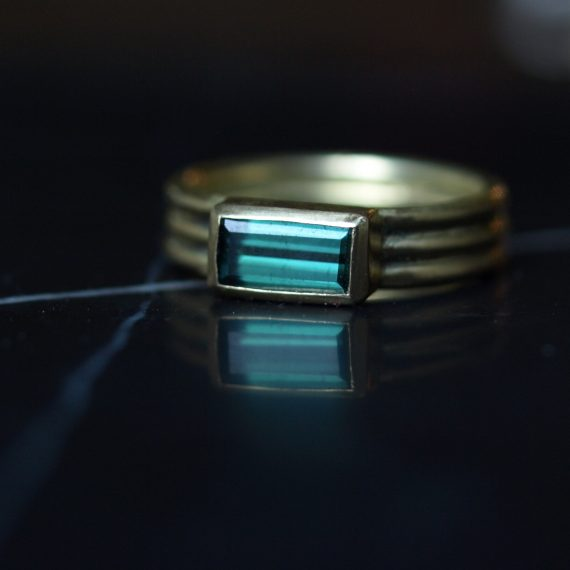 3 gold ring with tourmaline