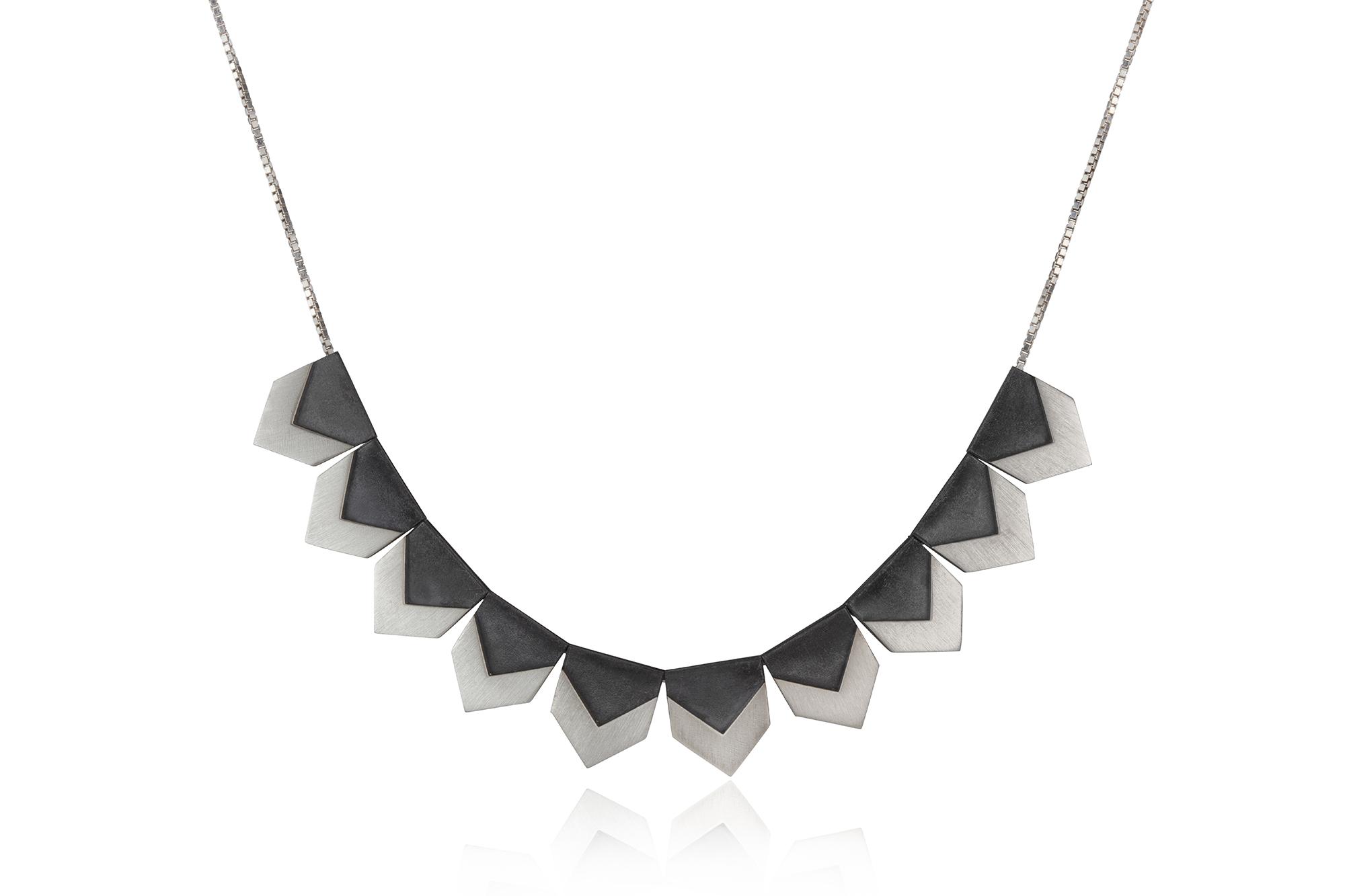 Single row zigzag necklace